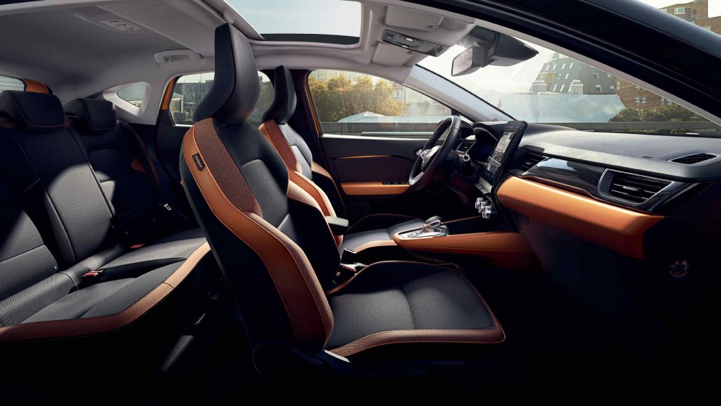 renault-captur2-ph1-interior-lifestyle-001