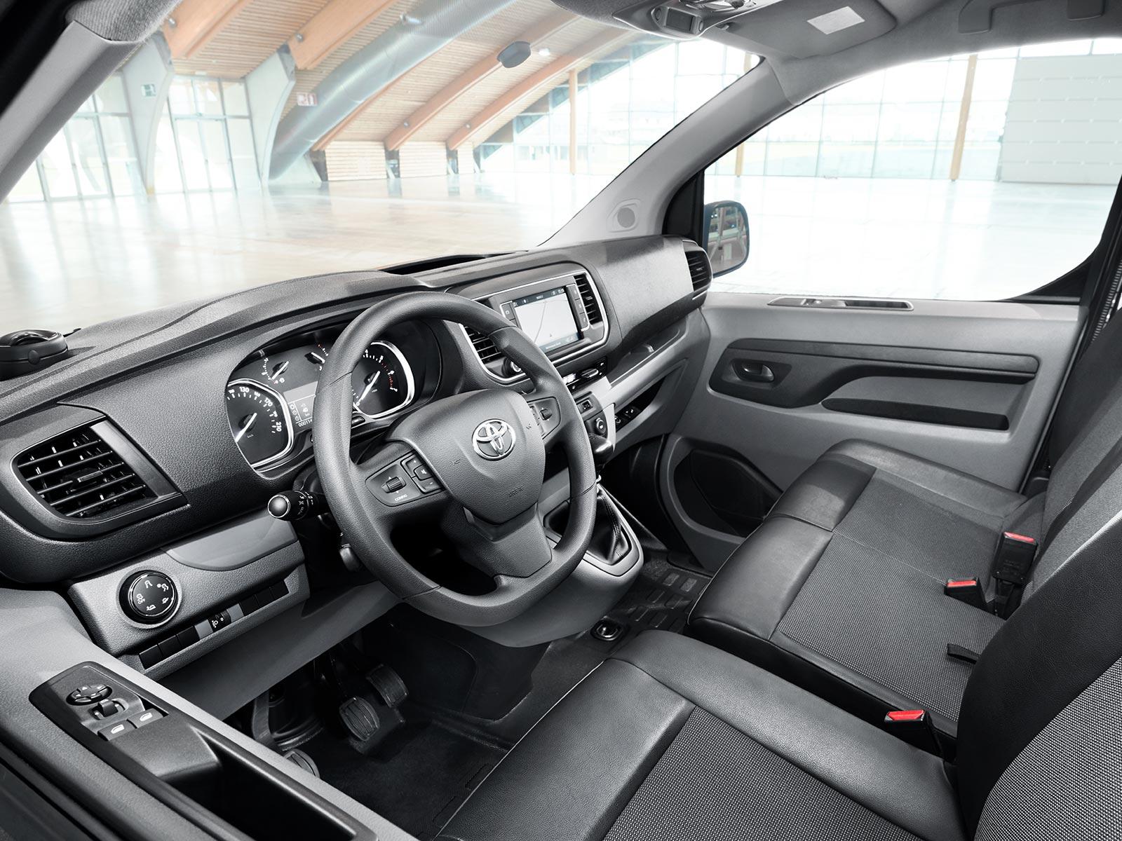 toyota-proace-van-interior-08-full_tcm-3033-1342996